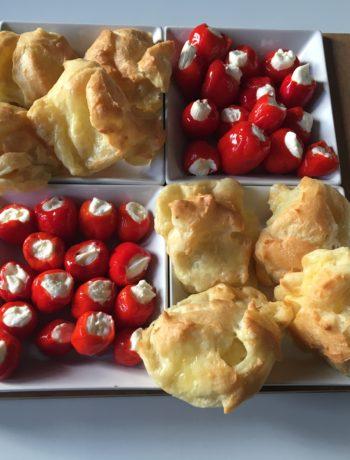 Ostevandbakkelser og små fyldte chilier