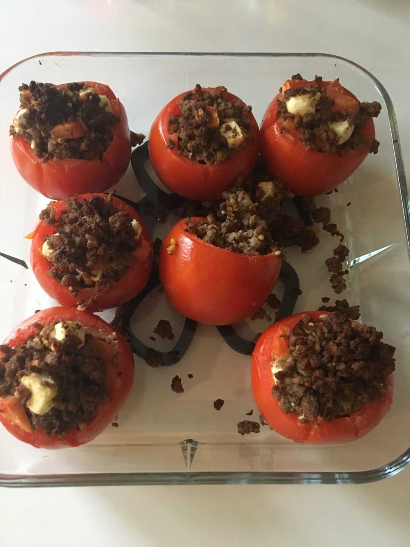 Fyldte tomater med oksekød og fetaost