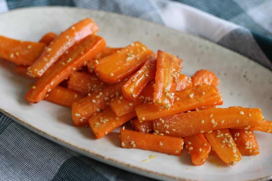 Ovnbagte gulerødder med sesam