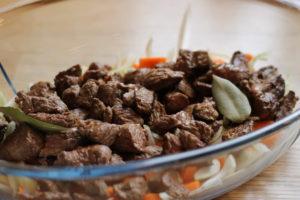 Gullash i stegeso med kartoffel/sellerimos