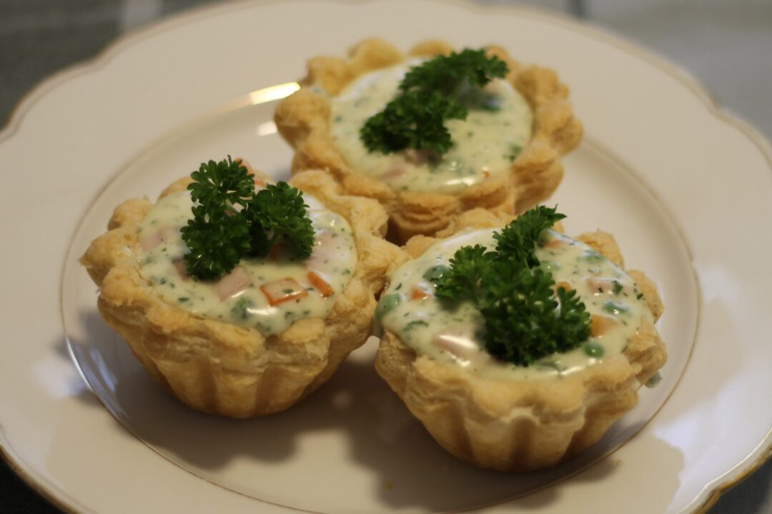 Tarteletter med skinke, ærter og gulerødder - ægte mormor mad