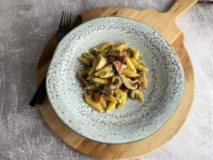 One pot pasta med bacon og chorizo